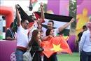 Asian Cup 2019: Cổ động viên đến sân Al-Maktoum cổ vũ cho đội tuyển Việt Nam