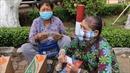 Hàng ngàn phần quà dành tặng cho những người bán vé số bị ngừng việc do dịch COVID-19