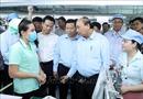 Thủ tướng Nguyễn Xuân Phúc đến thăm, tặng quà cho công nhân lao động tại Bắc Ninh