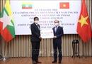 Trao tượng trưng quà của Việt Nam tặng Myanmar phòng, chống dịch COVID-19