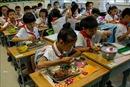 Trung Quốc bắt buộc nhân viên quản lý trường học phải ăn cùng học sinh tại trường