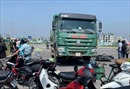 Va chạm với xe tải, 2 người đi xe máy tử vong tại chỗ