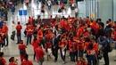Hàng nghìn cổ động viên sang Malaysia cổ vũ đội tuyển Việt Nam