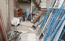 Rơi từ công trình xây dựng xuống đất, nam công nhân bị nhiều thanh sắt đâm xuyên người