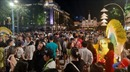 Các ngả đường vào trung tâm TP Hồ Chí Minh ken đặc người trong tối 30 Tết