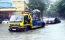 Mưa lớn khiến giao thông tại thành phố Vinh tê liệt