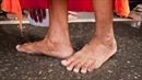 Sốc trước cảnh người lao động uống nước rửa chân của ông nghị