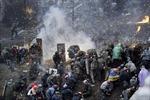 Toàn bộ nhân viên chính phủ Ukraine sơ tán do bạo lực
