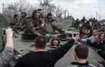 Ukraine: Người biểu tình bắt giữ nhiều xe bọc thép quân chính phủ