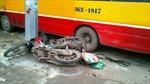 Xe buýt chạy ẩu, đâm chết 2 người