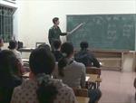 Thầy giáo mang quân hàm xanh