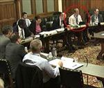 Nghị sĩ Anh 'cắm mặt' chơi Candy Crush trong cuộc họp