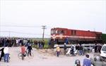 Tàu hỏa đâm xe máy, hai người thương vong