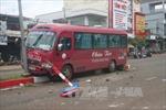 Xe khách tông xe máy, 1 người bị thương