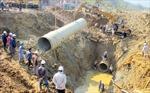 Đường ống dẫn nước  sông Đà lại vỡ!