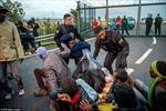 Người di cư náo loạn đường hầm eo biển Manche