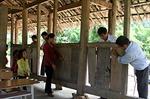 Dựng lớp tạm đón học sinh tới trường
