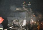 Cháy xe tải chở tôm sú ở Long An