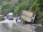 Lật xe tải gây ách tắc suốt 5 giờ tại Đèo Cả, Phú Yên