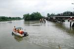 Khẩn trương trục vớt chiếc sà lan đã đâm vào cầu Rạch Đĩa 1