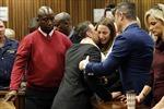 """""""Người không chân"""" Pistorius lĩnh 6 năm tù"""