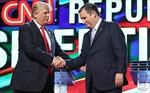 """Tỷ phú Trump """"ve vãn"""" đối thủ cũ"""