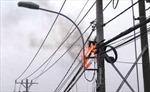 Cháy đường điện hạ thế ở Hà Nội, dân hoảng hốt sơ tán