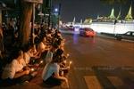 """Nhà Vua Bhumibol Adulyadej về """"nhà"""", tiếc thương tràn ngập Thái Lan"""
