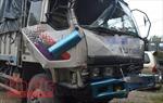 Tàu chở than đâm trực diện xe tải, một người bị thương nặng