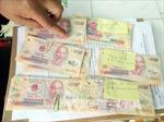 Bắt tạm giam 6 nghi can để điều tra tội lưu hành tiền giả