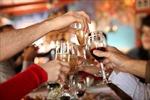 Sử dụng rượu, bia thái quá là một nét xấu trong văn hóa người Việt