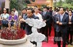 Phó Chủ tịch Quốc hội Phùng Quốc Hiển và Đại sứ Lào thăm Khu di tích Đền Chu Hưng