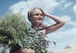 Ngắm vẻ đẹp gây xốn xang một thời của thiếu nữ Liên Xô
