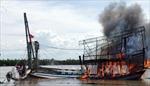 Đưa hai ngư dân Quảng Ngãi gặp nạn do cháy tàu cá trên biển vào bờ an toàn