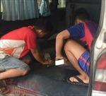 Chở khách sang Campuchia đánh bạc rồi mua thuốc lá lậu chuyển về