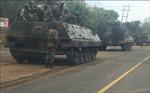 Xe tăng dồn dập về thủ đô Zimbabwe sau lời đe dọa 'can thiệp' của Tư lệnh quân đội