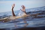 Hai cháu bé tử vong dưới mương nước