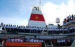 Hàng trăm tấn hàng và nhu yếu phẩm, quà Tết rời cảng Cam Ranh đến với Trường Sa