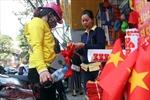 Phố Hàng Bông, Trịnh Hoài Đức ' nóng bỏng'  màu cờ, màu áo cổ động U23 Việt Nam