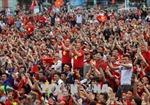 Người hâm mộ xứ Nghệ đổ ra đường mừng ngôi á quân của U23 Việt Nam