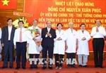 Thủ tướng thăm, chúc mừng cán bộ, nhân viên ngành Y tế nhân ngày 27/2