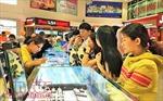 Giá vàng tăng nhanh, người dân vẫn đổ xô đi mua trong ngày vía Thần Tài