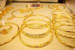 Vàng thế giới tăng vọt, thị trường vàng trong nước đang đà lên