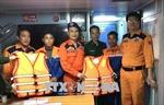 Kịp thời cứu hộ hai thuyền viên gặp nạn trên biển