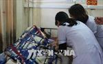 Bố bệnh nhi đấm vỡ kính bác sĩ, bất tỉnh thực tập sinh tại Hà Tĩnh