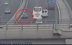 Bị phạt 17 triệu đồng, tước giấy phép lái xe 6 tháng vì đi ngược chiều trên cao tốc