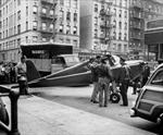 Phi công hai lần liều lĩnh đáp máy bay xuống phố hẹp Manhattan, New York