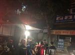 Lửa thiêu rụi cửa hàng điện thoại di động giữa đêm khuya