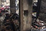 Cháy rụi căn nhà gỗ lim ba gian  và cửa hàng bán chăn ga