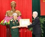 Lễ trao Huy hiệu 70 năm tuổi Đảng tặng nguyên Tổng Bí thư Lê Khả Phiêu